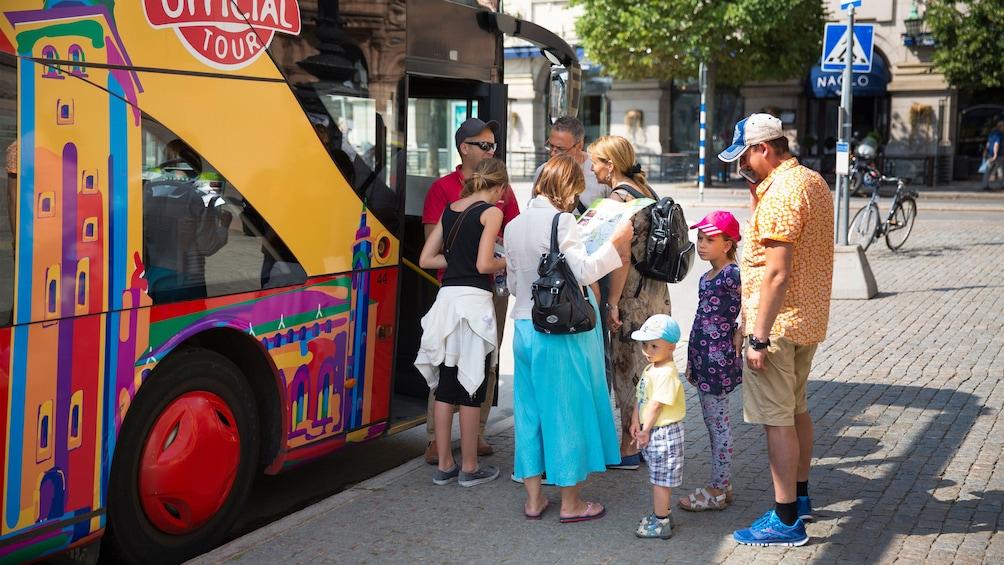 People boarding a hop-on hop-off bus in Stockholm