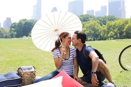 UB Picnic Experiences -Central Park picnic couple kiss.jpg