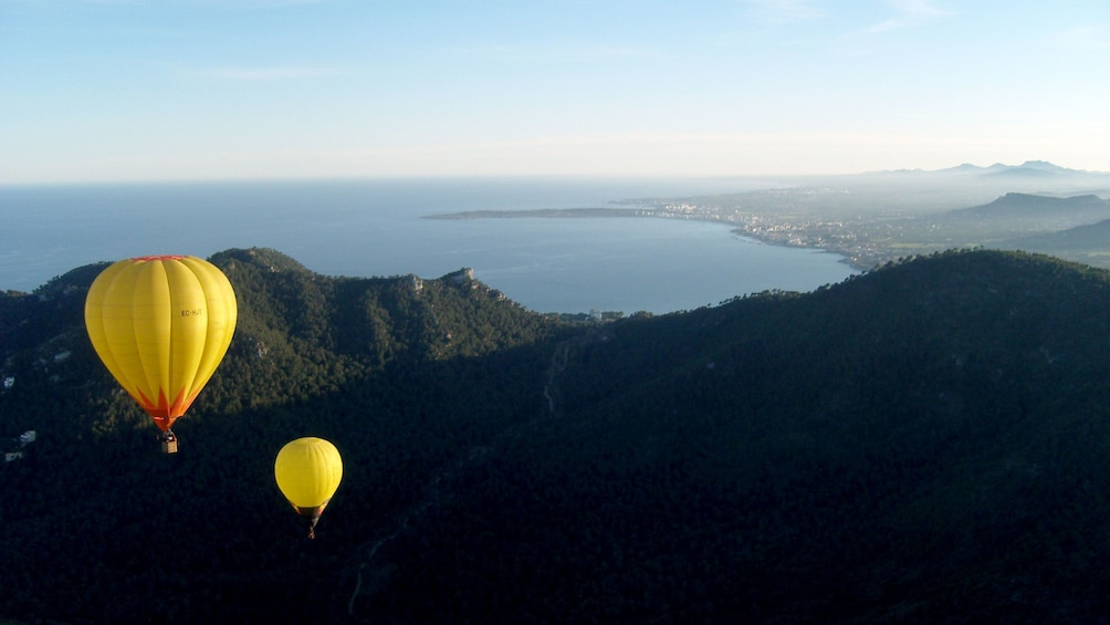 Foto 3 von 9 laden Hot air balloon over Mallorca Island