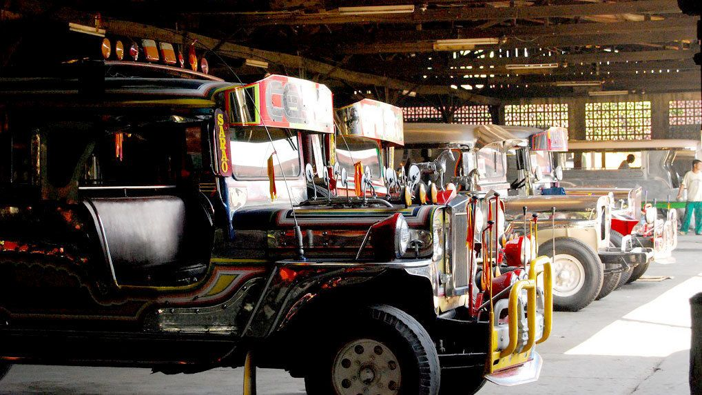 Private Full-Day Tagaytay Tour with Las Piñas Church & Jeepney Factory