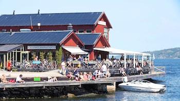 Fjäderholmarna-saarten menopaluukuljetus veneellä