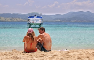 Paradise Island VIP - Yacht Cruise to Cayo Arena with Lunch