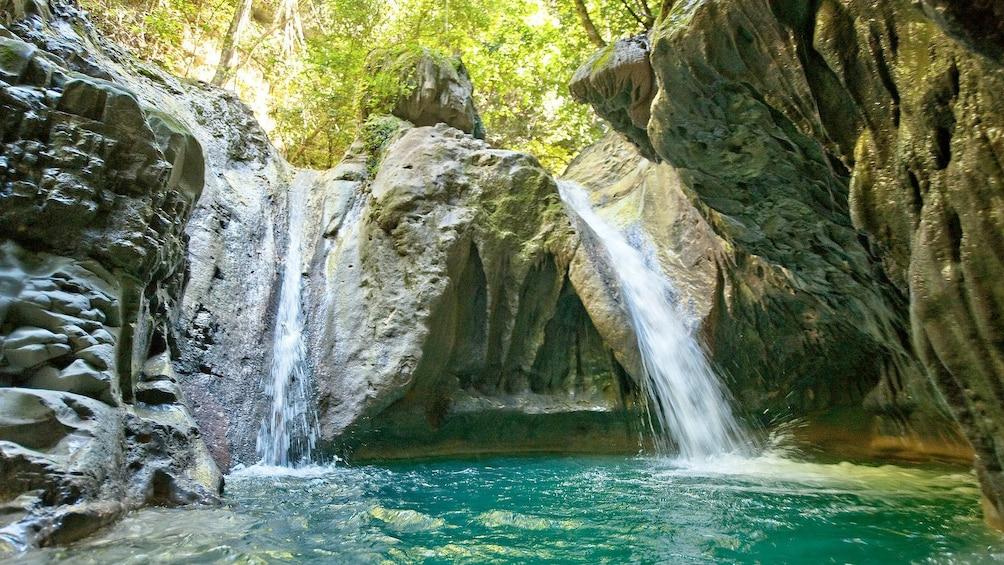 Foto 1 von 10 laden Damajagua Waterfalls