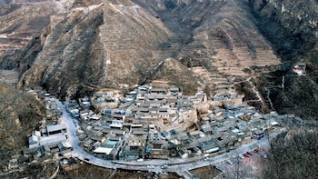 Guided Tour & Mountain Hike in Cuandixia Village