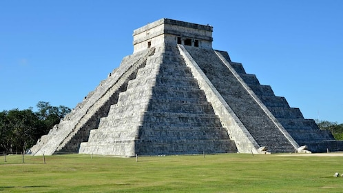 Day view of the Chichen Itza
