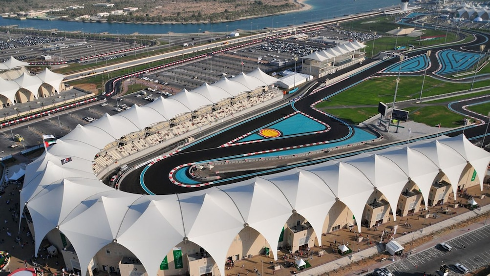 Charger l'élément 1 sur 10. aerial view of track in Abu Dhabi