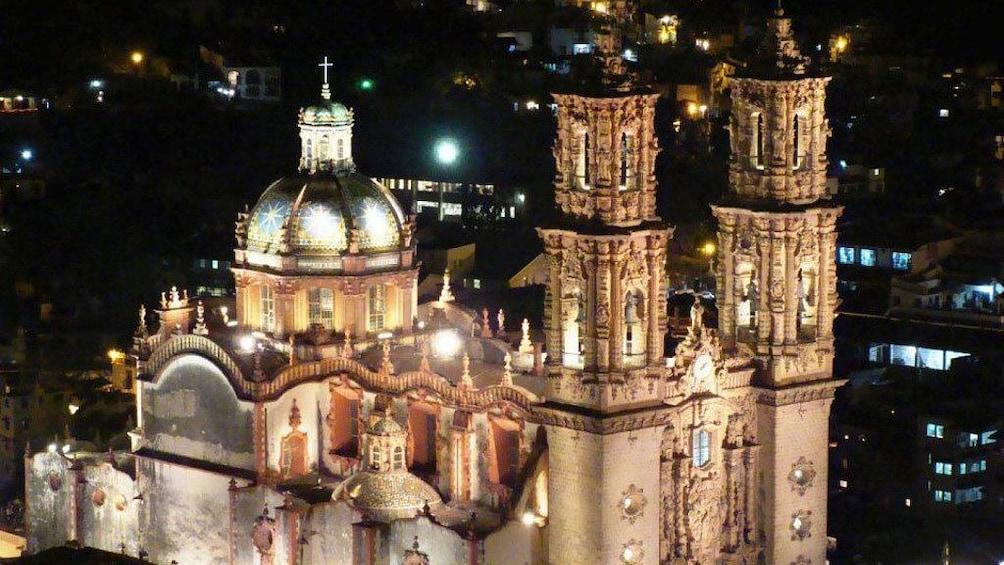 Cargar foto 2 de 5. Church of Taxco at night