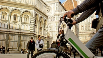 Electric Bike Guided Tour of Florence Hills with Tasting