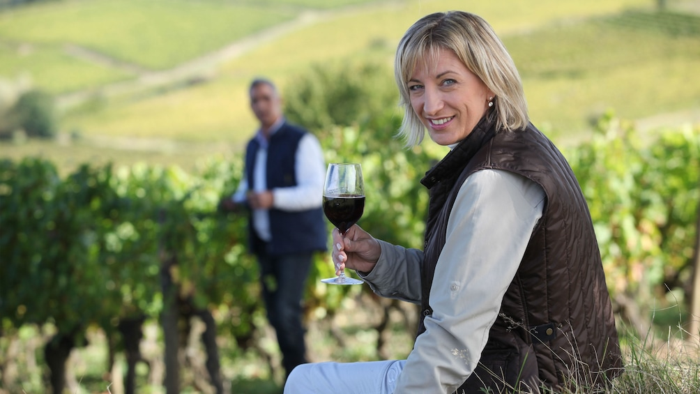 Apri foto 1 di 8. Woman with red wine outside at a vineyard in Tuscany