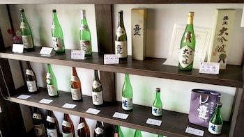 Visita a una destilería de sake con degustaciones