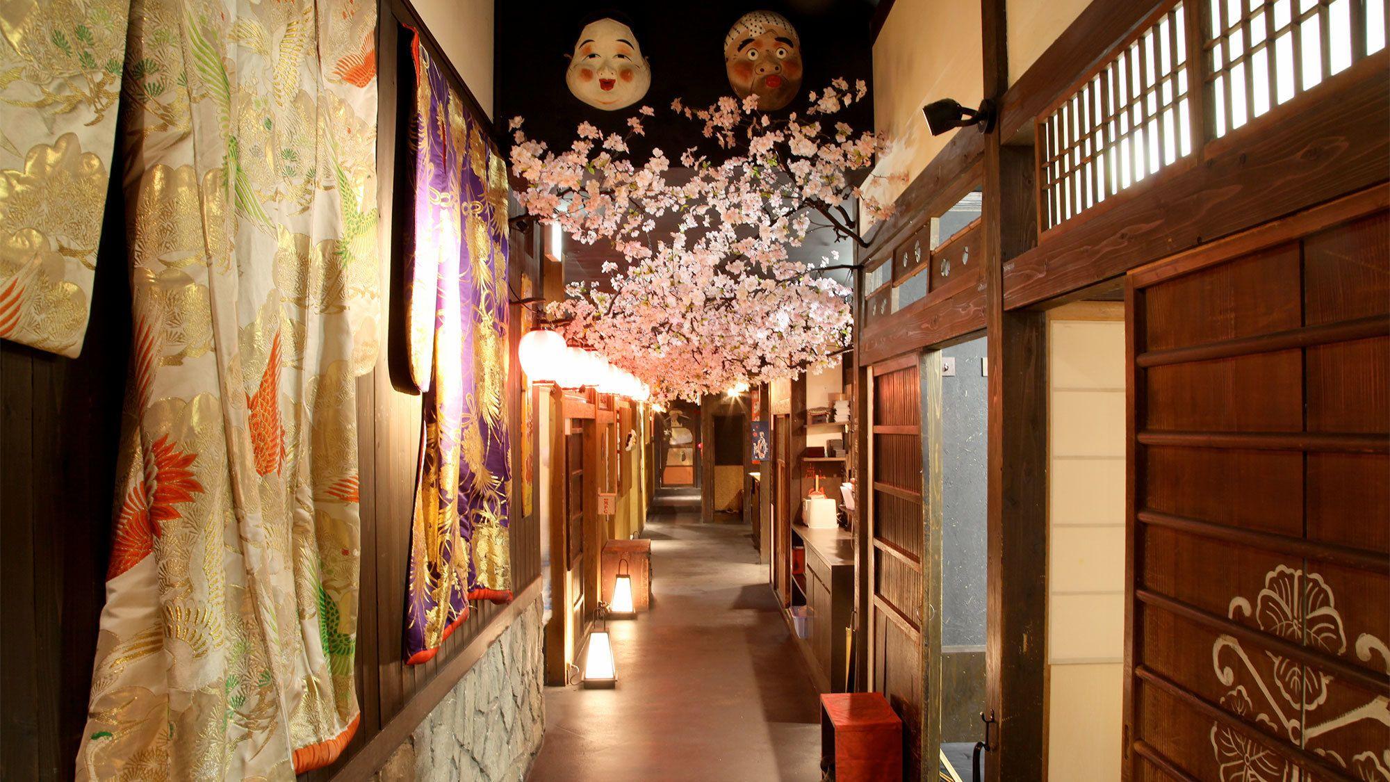 Robotshow og Izakaya middag på en restaurant i Koyotostil
