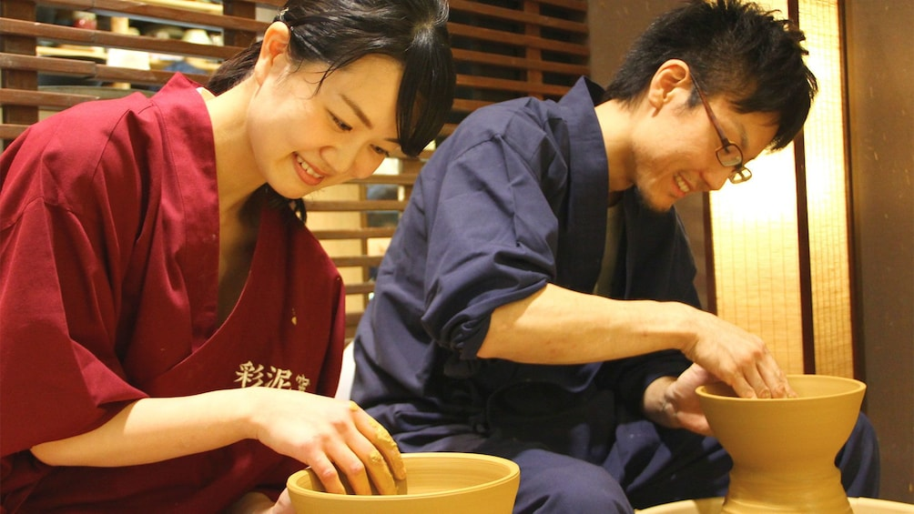Couple on the Japanese Pottery Making Experience in Omotesando in Tokyo