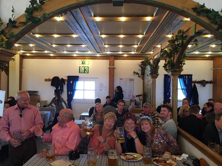 Charger l'élément 4 sur 9. Oktoberfest Tour with Table Reservation and Unlimited Beer