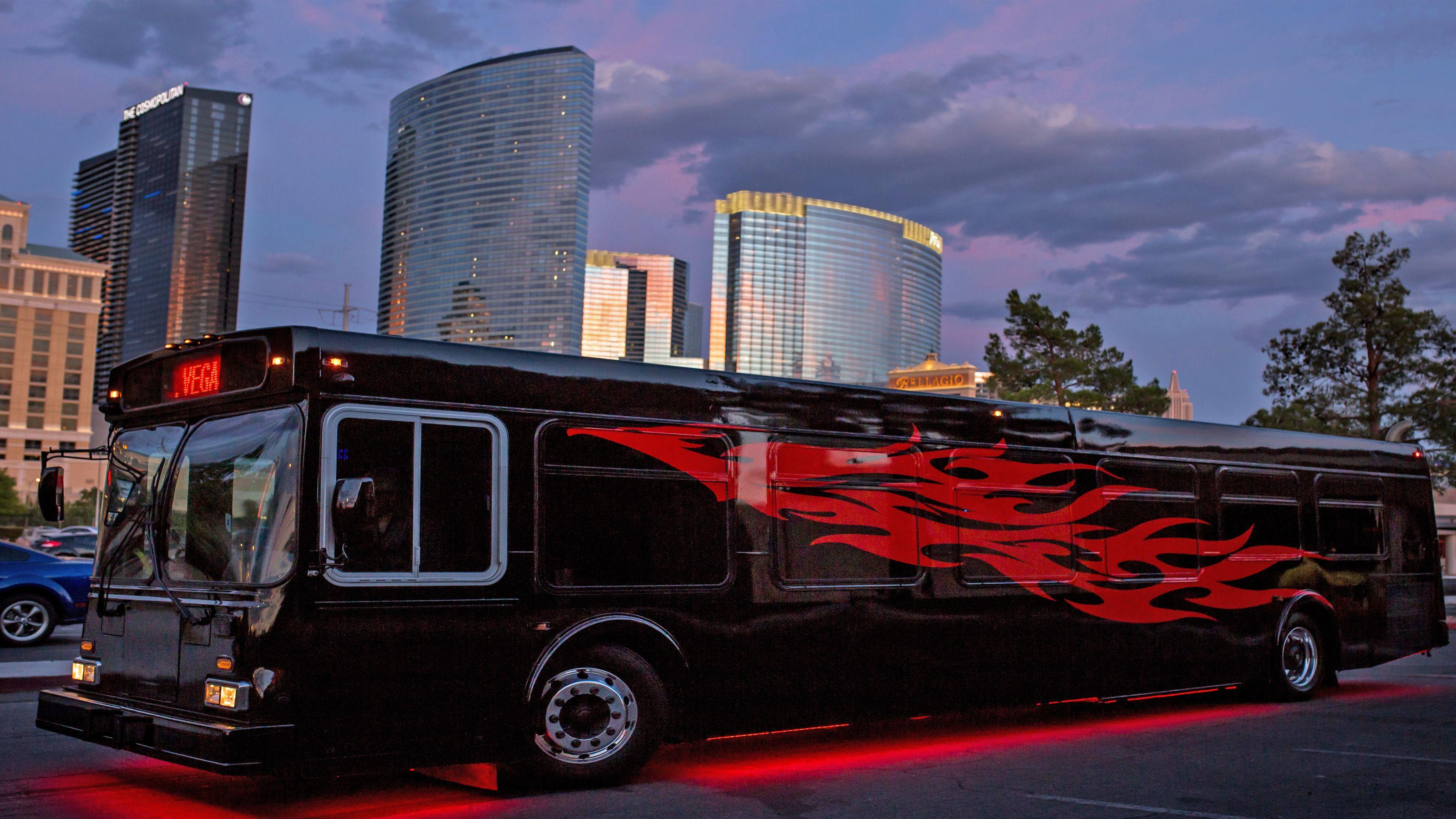 4 Nightclub Crawl with Live DJ Party Bus & Unlimited Drinks