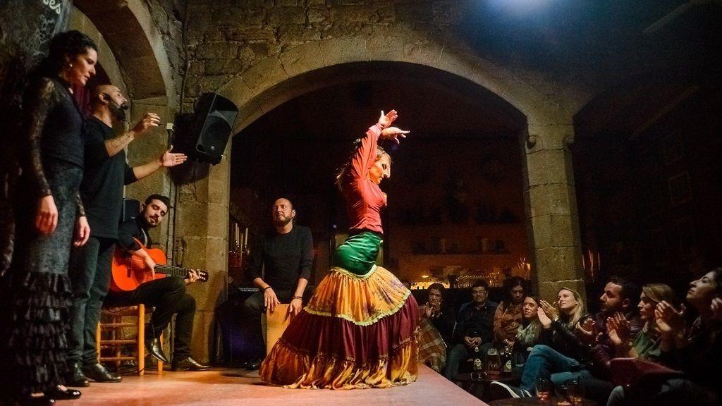 Walking tour, Flamenco show & Tapas Dinner in Born District