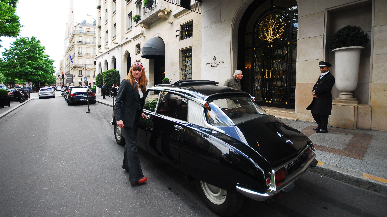 Tour guide getting into Citroen tour car