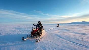 Guidad rundtur av Gyllene cirkeln och snöskoterupplevelse på Langjökull