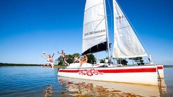 Excursion relaxante en catamaran sur l'étang de Lacanau