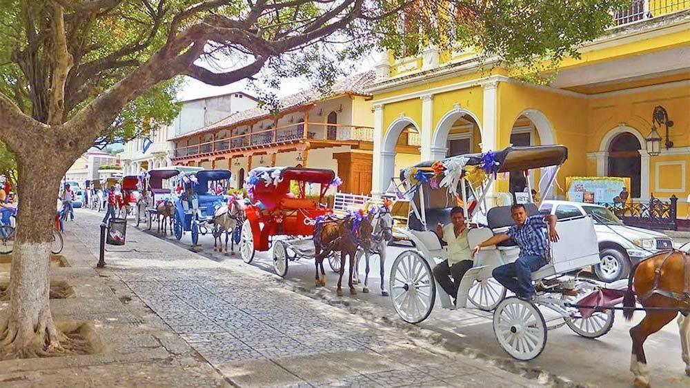 parque central de granada nicaragua