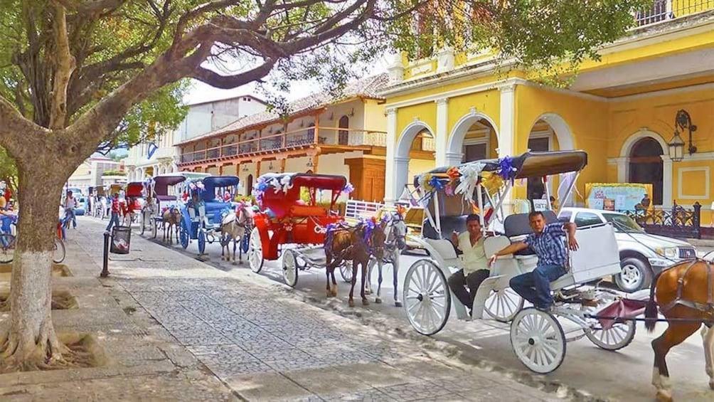 Show item 3 of 5. parque central de granada nicaragua