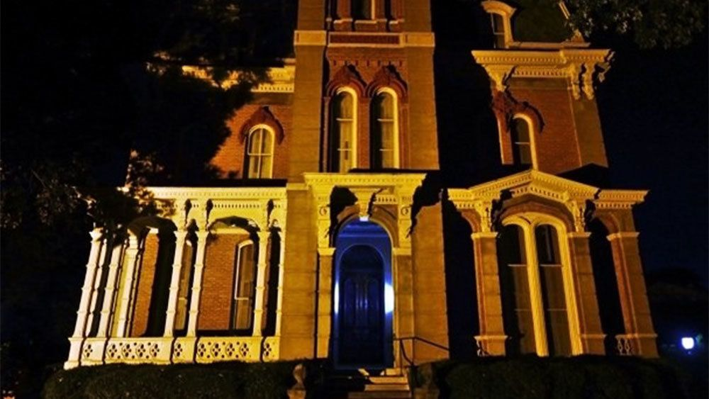 Woodruff Fontaine House at night in New Orleans