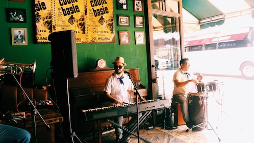 Musicians on the Little Havana Cuban Food Tour