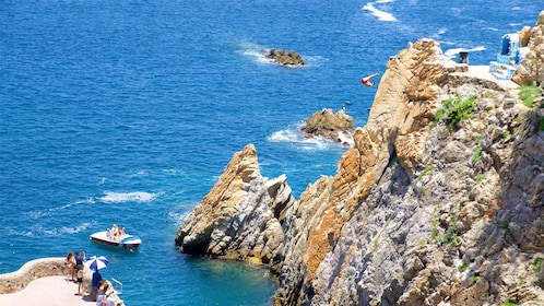 Cliff diver in Acapulco