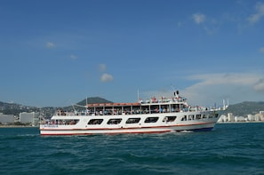 Bonanza Yacht Cruise