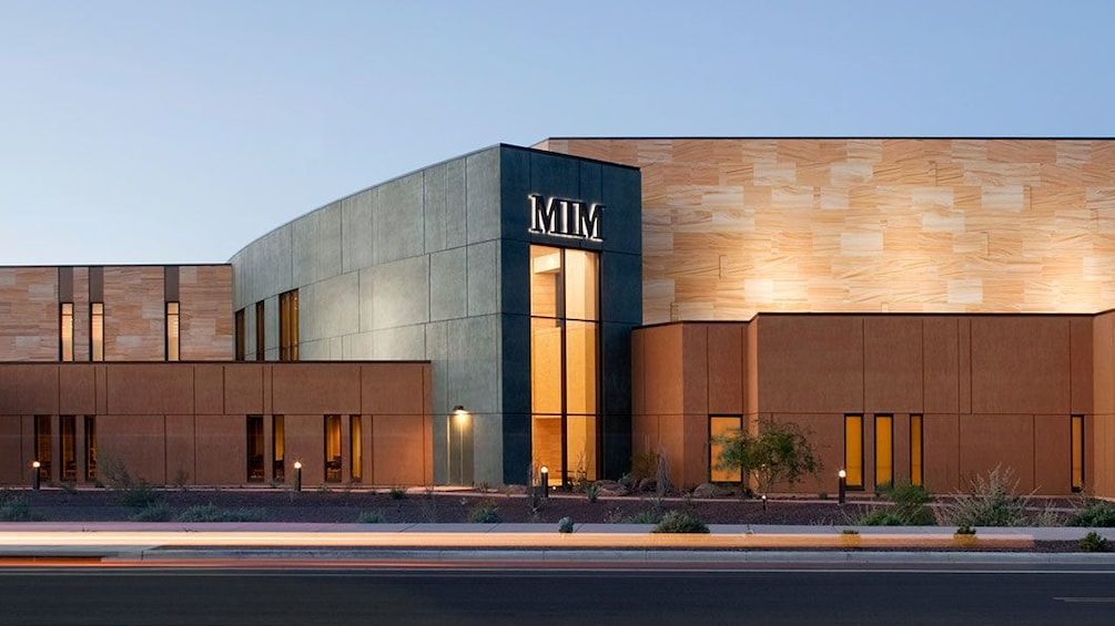 Foto 3 von 5 laden Exterior of the Musical Instrument Museum in Phoenix