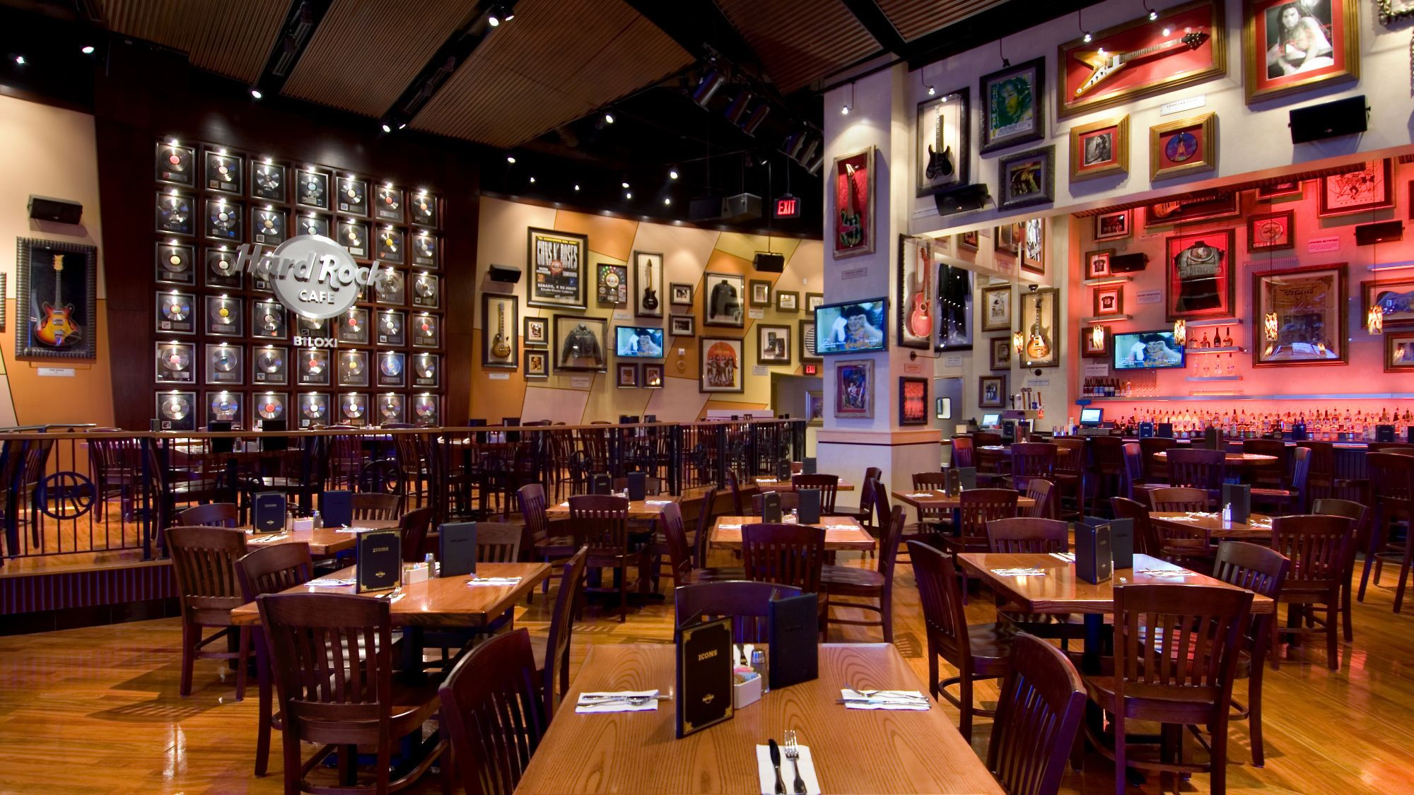 Dining at Hard Rock Cafe Biloxi with Priority Seating