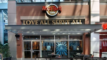 Dining at Hard Rock Cafe Louisville with Priority Seating