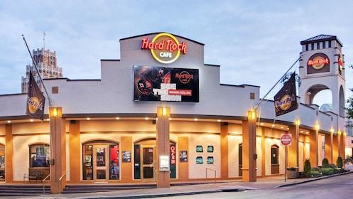 The entrance to the Hard Rock Cafe in Niagara Falls