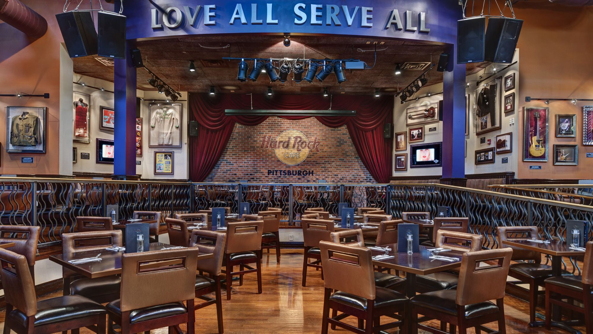 Dining at Hard Rock Cafe Pittsburgh with Priority Seating