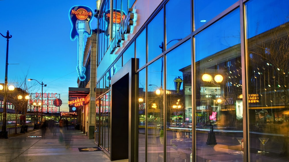 Åpne bilde 2 av 5. Guitar sign at the Hard Rock Cafe in Seattle