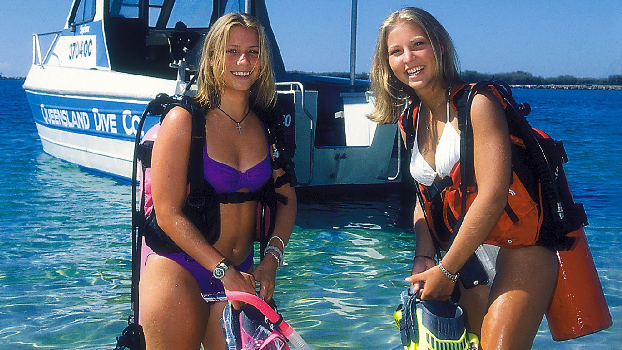 two women in scuba gear in the Gold Coast