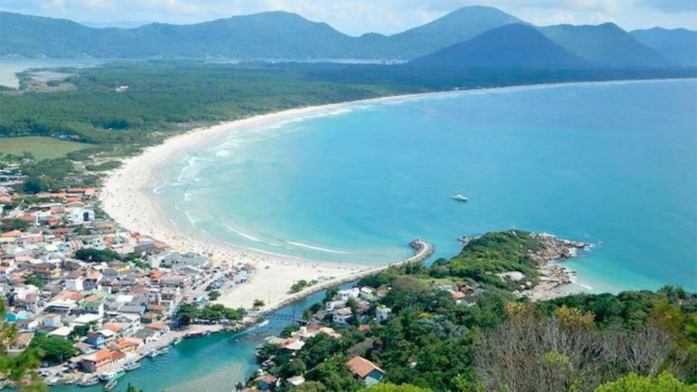 Carregar foto 1 de 5. Beautiful beach view of Florianopolis