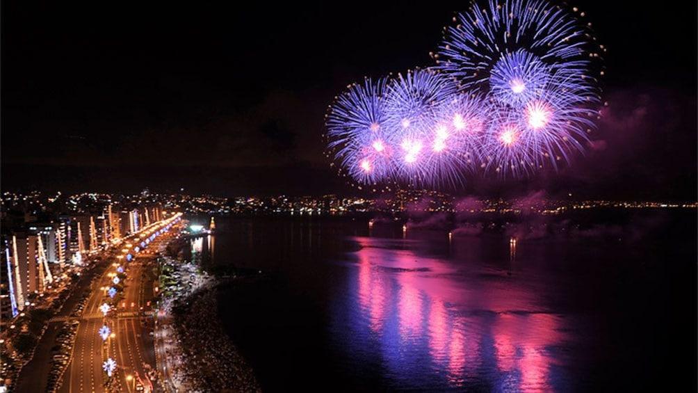 Carregar foto 2 de 5. Fireworks in Florianopolis