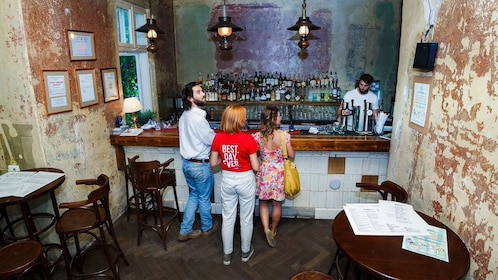 Tour guide and couple at a bar in Bucharest