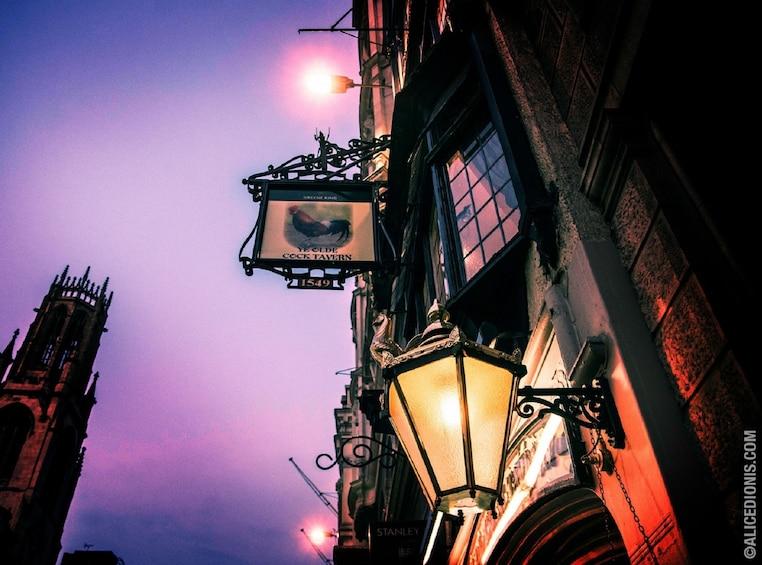 Apri foto 1 di 4. Haunted London Pub Tour