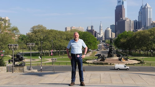 Tour guide with city in the background in Philadelphia