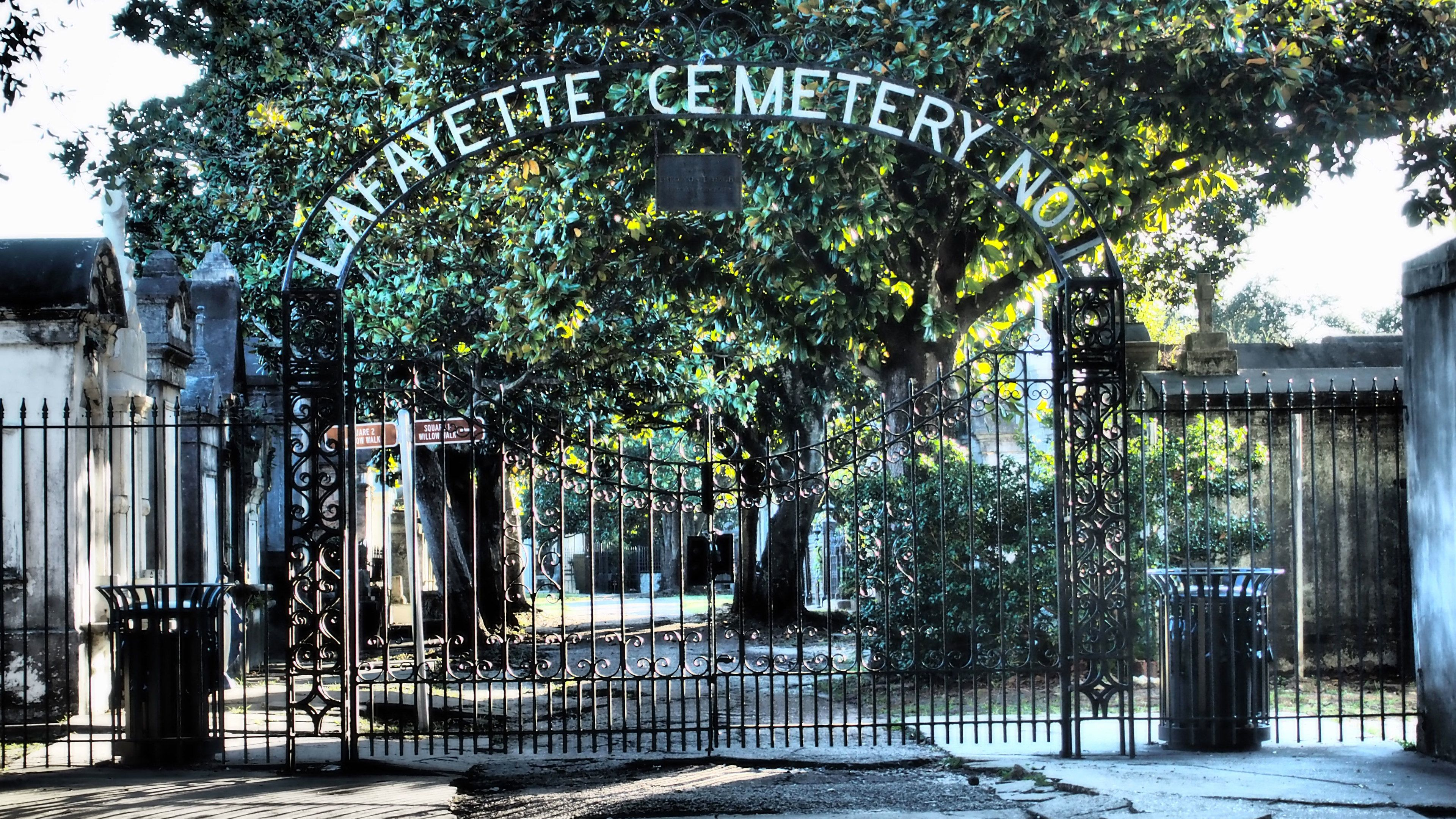 Garden District & Lafayette Cemetery Tour