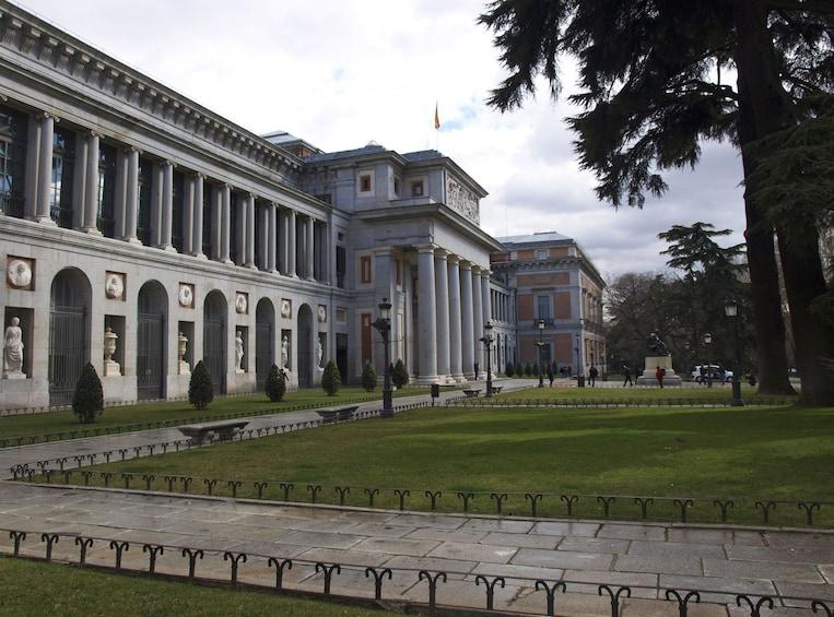Foto 5 von 10 laden Royal Palace & Prado Museum 2-Day Combo Tour