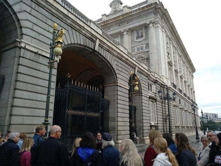 Foto 3 von 10 laden Royal Palace & Prado Museum 2-Day Combo Tour