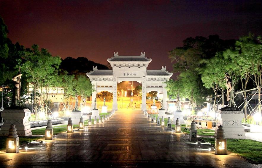Lantau Island Tour with Big Buddha, Tai O Boat Ride & Lunch