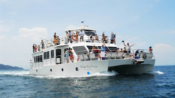 Tortuga Island Cruise with Lunch