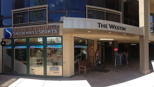 Shopping center with ski rental in Aspen