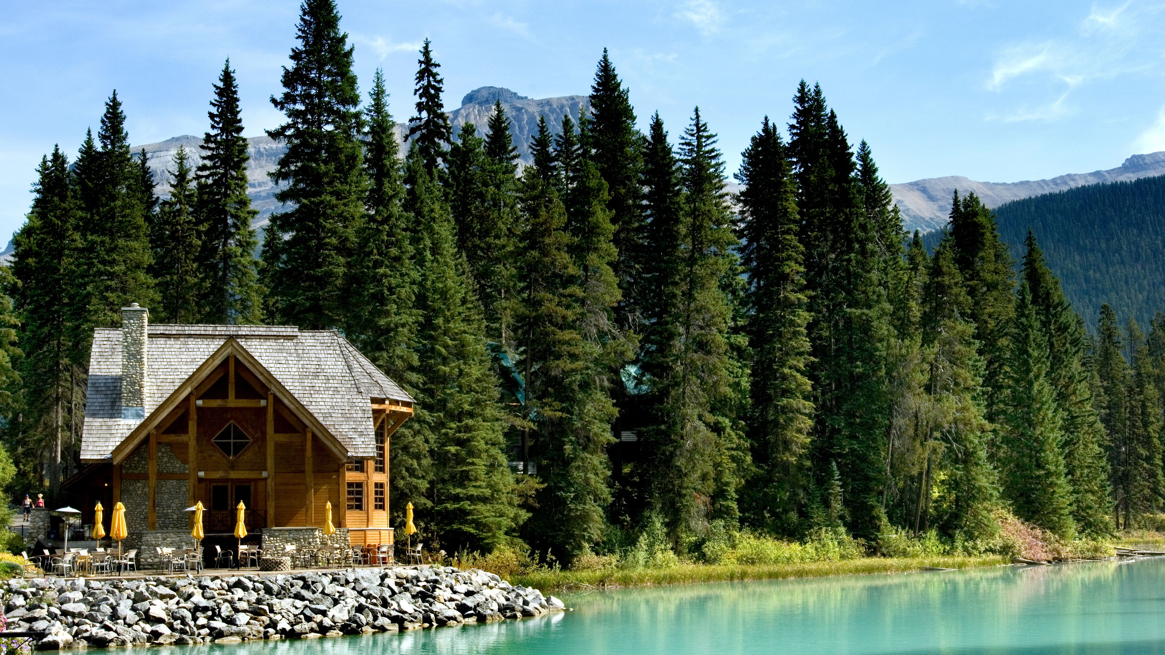 A cabin on a lake in Canada