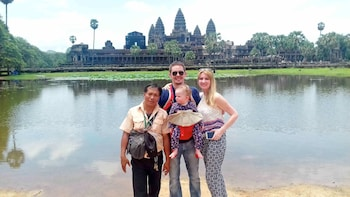 Private Full-Day Temple Hopping Tour to Angkor Wat & Thom