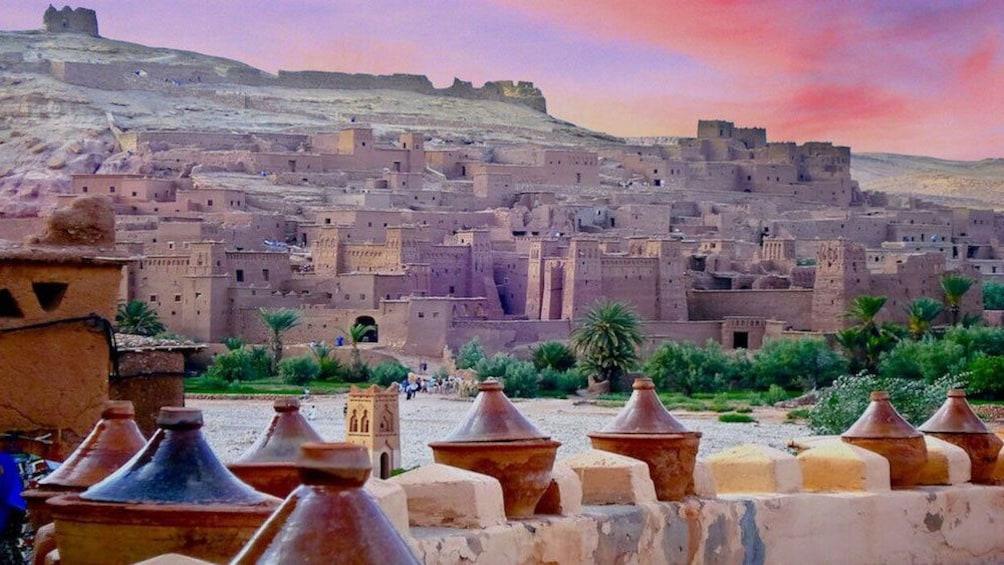 Charger l'élément 1 sur 5. View of city up the hillside in Ait Ben Haddou Kasbah