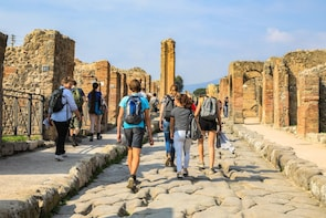 Pompeii Experience: Small group tour with tickets included